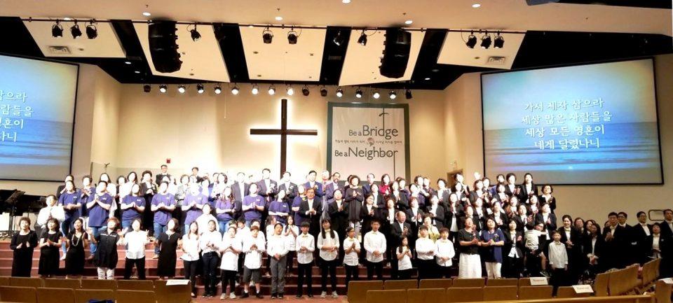 2018 메릴랜드연합찬양제 참석 목회자와 여선교회 연합회, 지역교회 참가자들이 함께 기념사진을 찍고 있다.