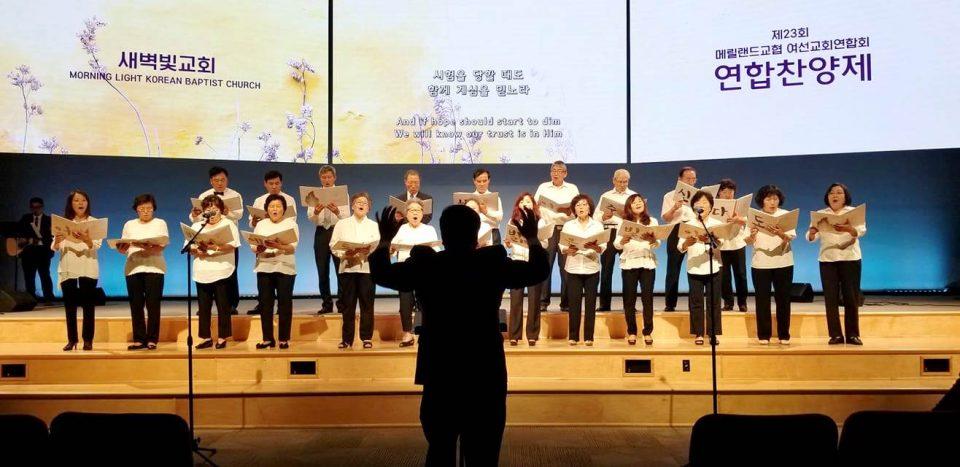 새벽빛교회 시온성가대(지휘 최정규, 반주 최미라)