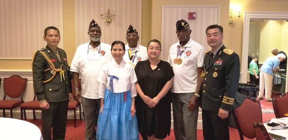 한국전과 베트남전 참전용사와 유미 호건 여사, 표세우 국방무관 부부