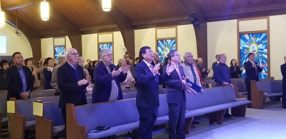 글렌버니침례교회 목회자와 리더들이 참석해 함께 찬양을 부르고 있다.