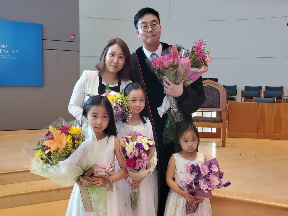 백에스라 목사 가족