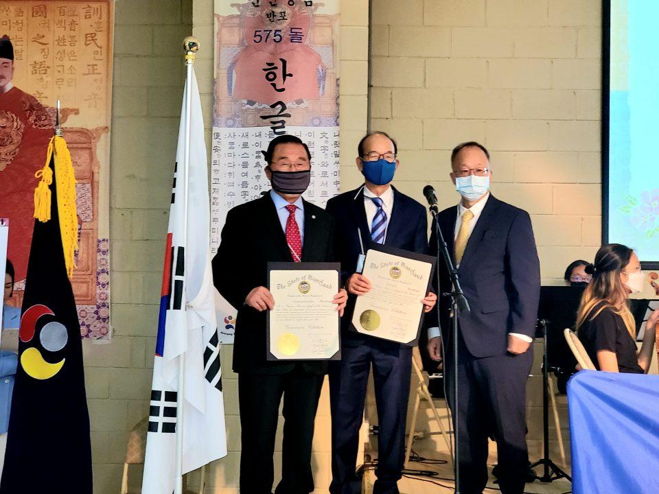 주지사 표창 황보철 고문, 김오회교수, 박충기 MD수석행정판사 (왼쪽부터)